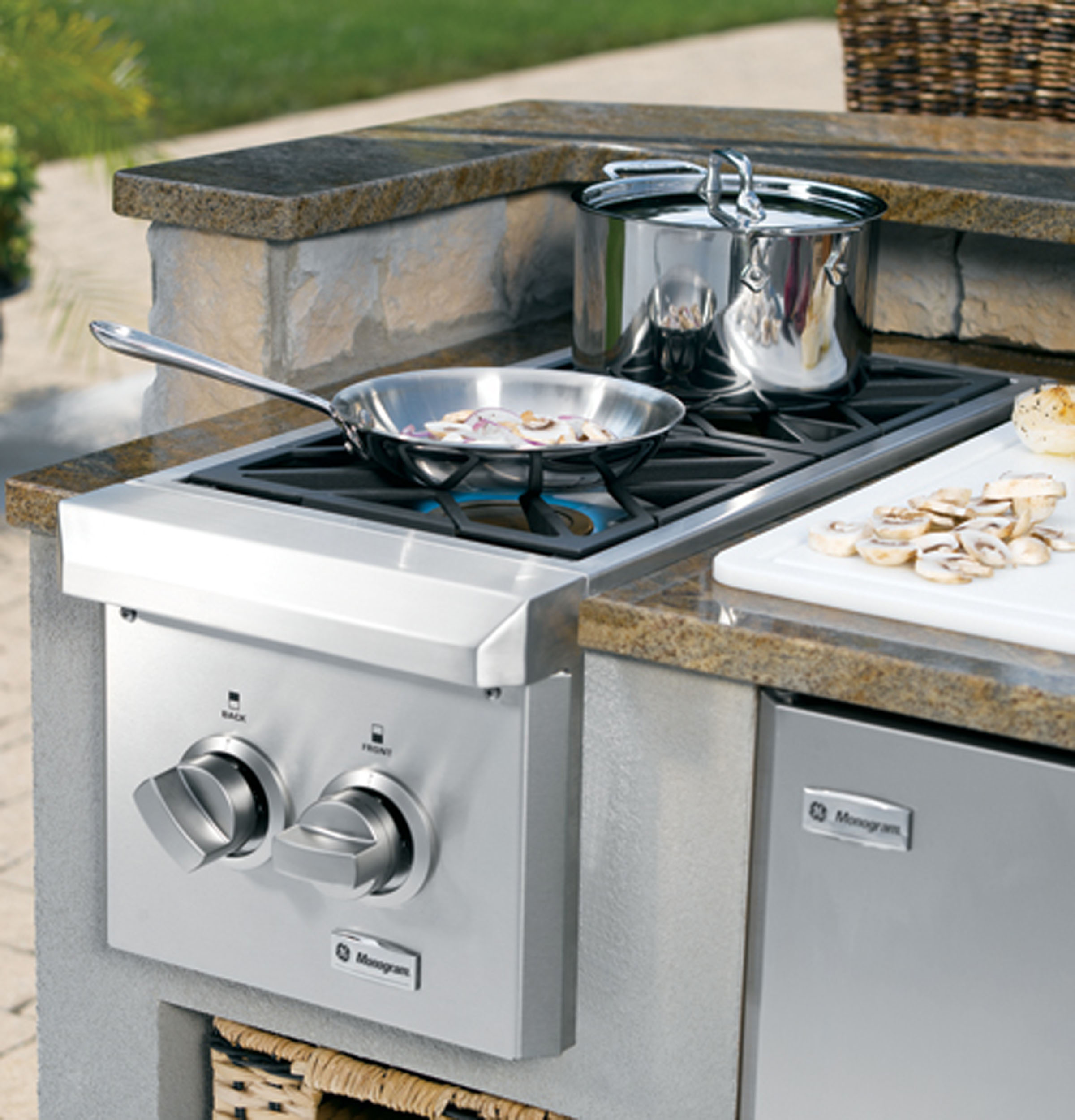 Wall oven under cooktop - Product Image Product Image