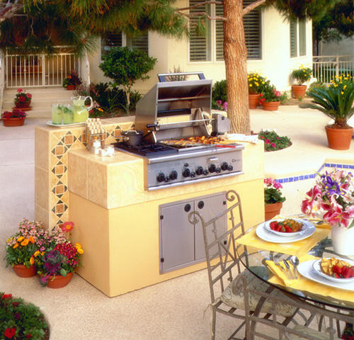 """GE Monogram® 36"""" Outdoor Cooking Center with 2 Grill Burners, 2 Cooktop Burners, Smoker and Rack (Liquid Propane)"""