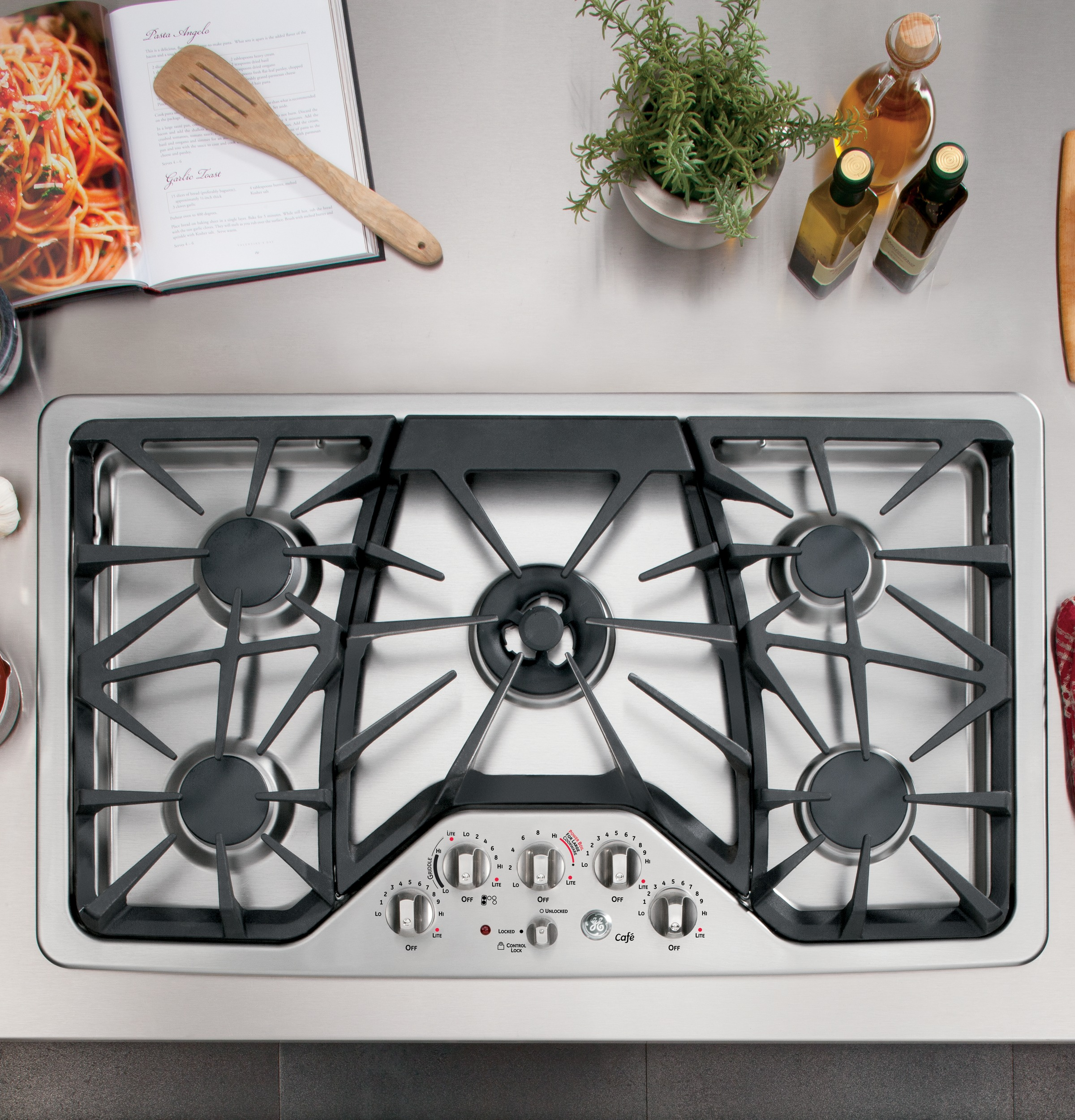 GE CafTM Series 36 Built In Gas Cooktop