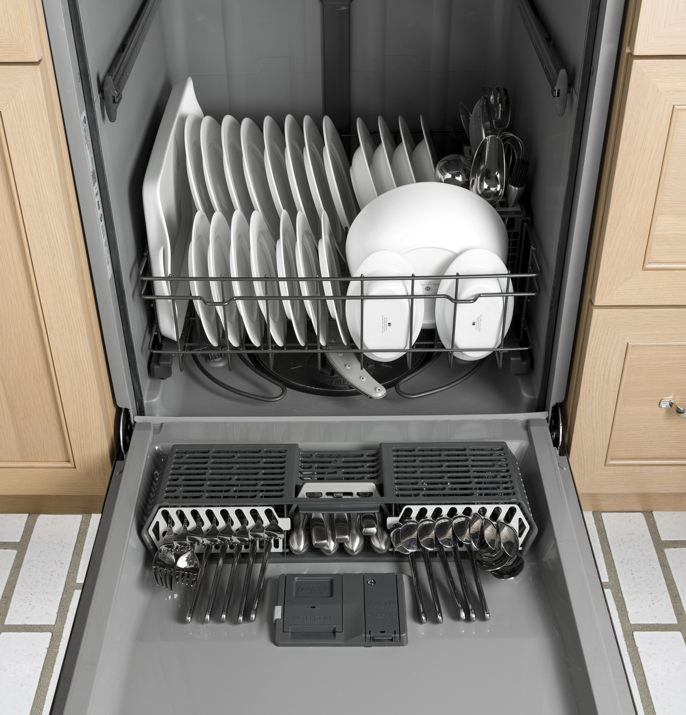 General Electric Dishwasher Troubleshooting Gear Dishwasher With Front Controls Gdf520psjss Ge Appliances