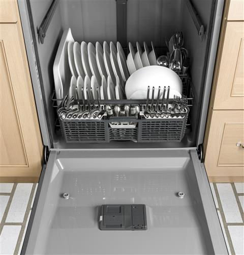 GE® Dishwasher with Front Controls | GDF520PSJSS | GE Appliances on