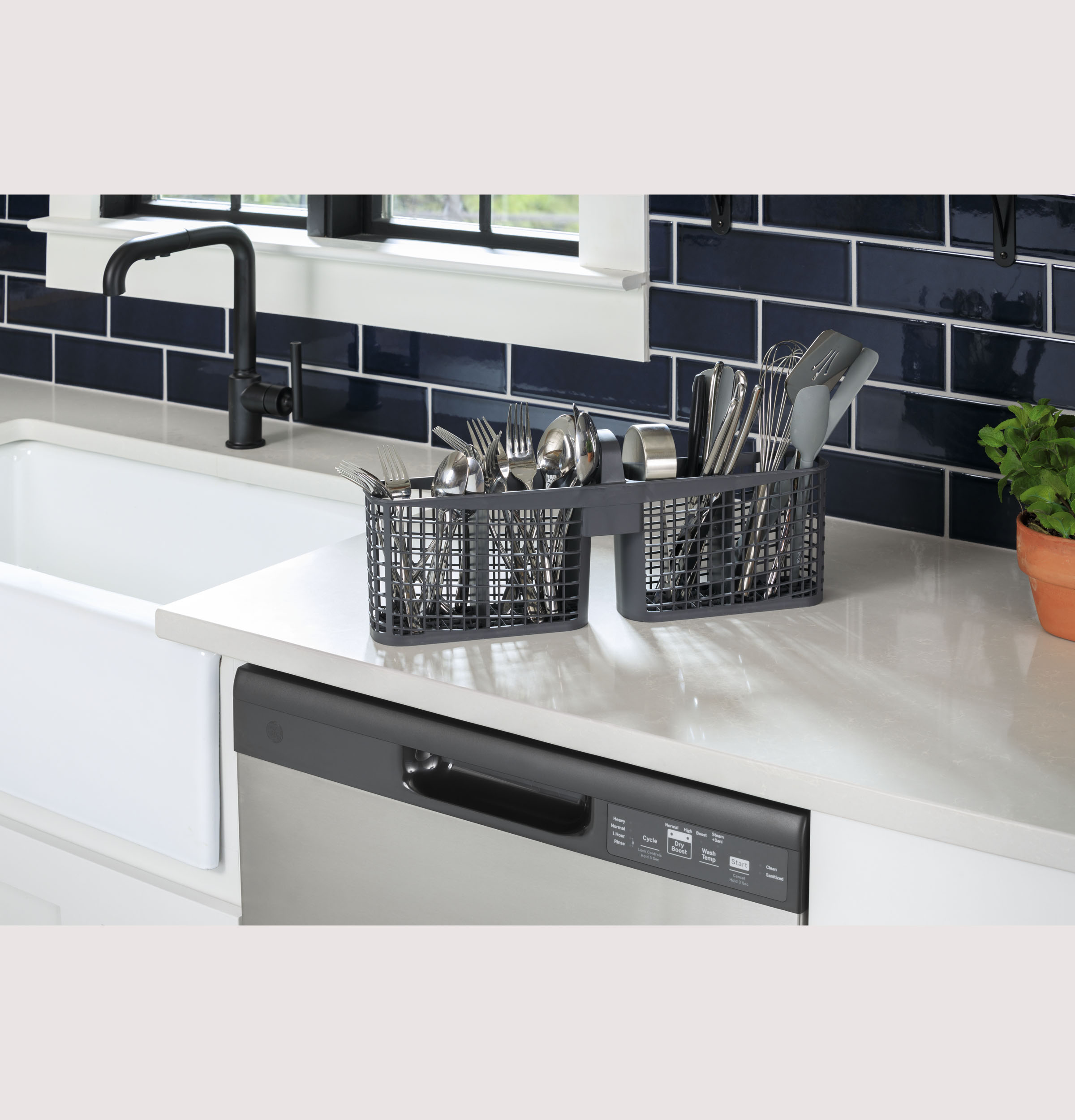 Model: GDF450PGRBB | GE GE® Dishwasher with Front Controls